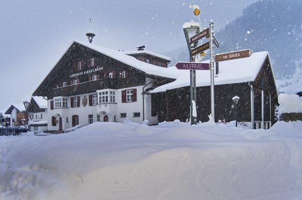 Landhaus Albert Murr bei Schneefall